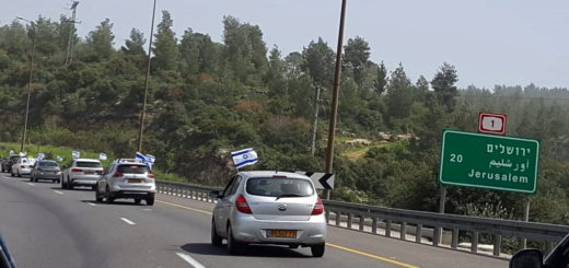 cars on way to Jerusalem for demonstration supporting democracy
